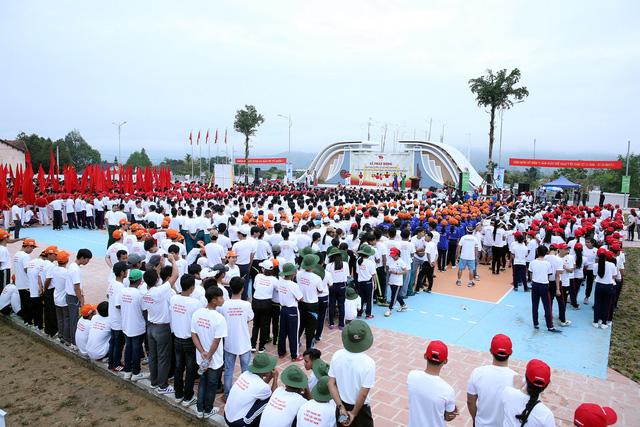 Ngày chạy Olympic vì sức khỏe toàn dân tại huyện A Lưới, tỉnh Thừa Thiên Huế - Ảnh 1.