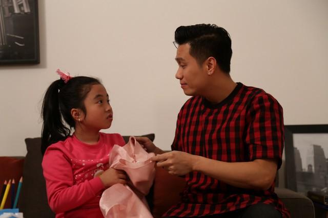 Việt Anh làm ông bố bỉm sữa trong phim mới - Ảnh 3.