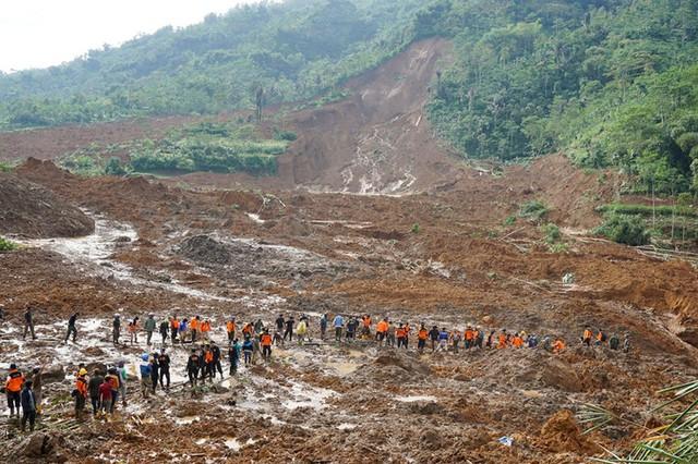 Indonesia: Lở đất trên sườn núi lửa, ít nhất 8 người thiệt mạng - Ảnh 4.