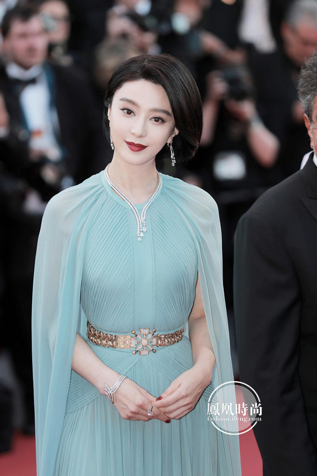 Đẹp tựa nữ thần, Phạm Băng Băng vẫn bị đàn em lấn át ở LHP Cannes - Ảnh 2.