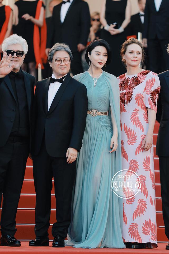 Đẹp tựa nữ thần, Phạm Băng Băng vẫn bị đàn em lấn át ở LHP Cannes - Ảnh 1.