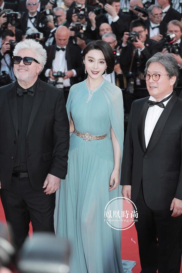 Đẹp tựa nữ thần, Phạm Băng Băng vẫn bị đàn em lấn át ở LHP Cannes - Ảnh 3.