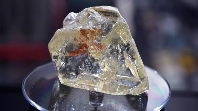 Viên kim cương Hòa bình được bán với giá 6,5 triệu USD - Ảnh 2.