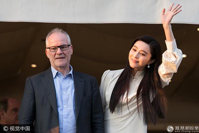 Không diện váy long bào, Phạm Băng Băng vẫn đẹp thoát tục trong ngày đầu ở Cannes - Ảnh 3.