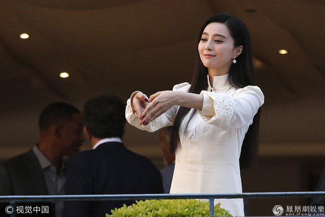 Không diện váy long bào, Phạm Băng Băng vẫn đẹp thoát tục trong ngày đầu ở Cannes - Ảnh 2.