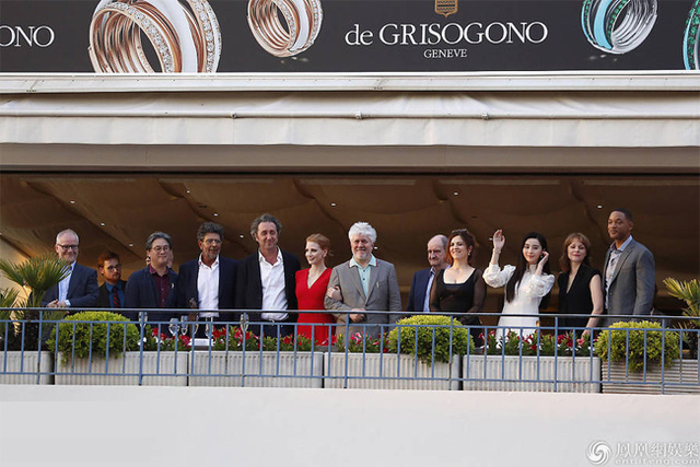 Không diện váy long bào, Phạm Băng Băng vẫn đẹp thoát tục trong ngày đầu ở Cannes - Ảnh 6.