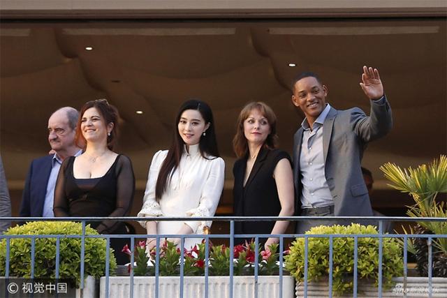 Không diện váy long bào, Phạm Băng Băng vẫn đẹp thoát tục trong ngày đầu ở Cannes - Ảnh 4.