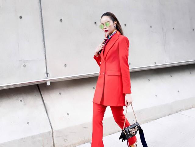 Diện đồ phong cách menswear, Hoa hậu Sella Trương siêu rực rỡ và sang chảnh - Ảnh 2.