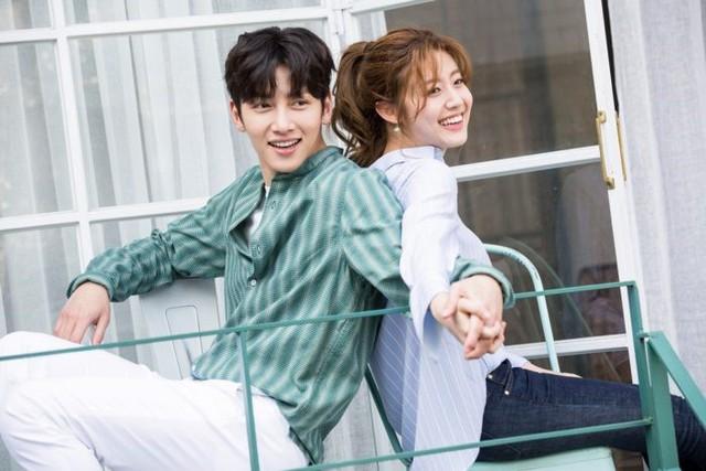 Ji Chang Wook tình tứ bên người tình mới - Ảnh 2.