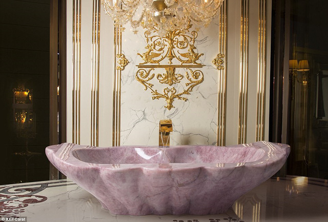 Bồn tắm triệu đô của giới nhà giàu ở Dubai - Ảnh 2.