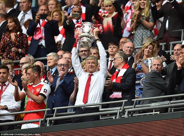 Những hình ảnh đáng nhớ trong ngày đăng quang FA Cup thứ 13 của Arsenal - Ảnh 16.