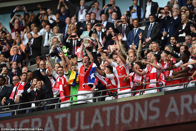 Những hình ảnh đáng nhớ trong ngày đăng quang FA Cup thứ 13 của Arsenal - Ảnh 17.