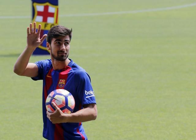 Ceballos và những cái tên từng tạo nên cuộc chiến chuyển nhượng Real – Barca - Ảnh 2.