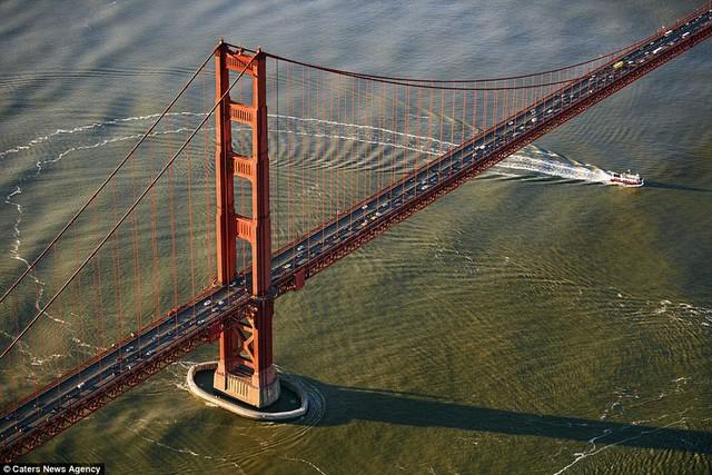 Những cây cầu đẹp nhất thế giới nhìn từ trên cao - Ảnh 1.