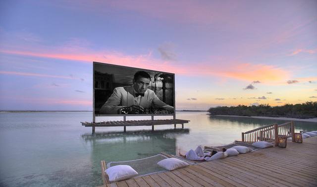 Xem phim, ăn tối giữa mênh mông biển trời Maldives - Ảnh 5.