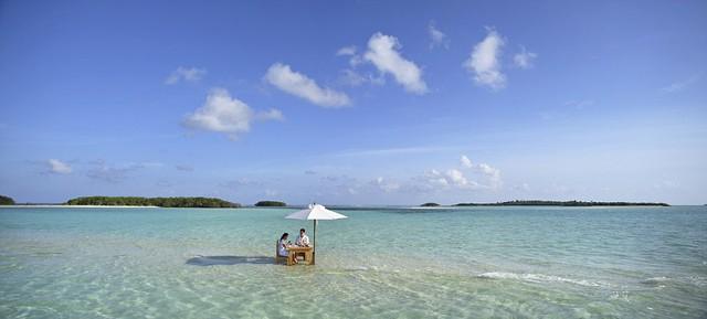Xem phim, ăn tối giữa mênh mông biển trời Maldives - Ảnh 4.