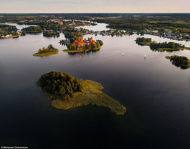 Litva đẹp ngỡ ngàng với góc chụp từ trên cao - Ảnh 2.