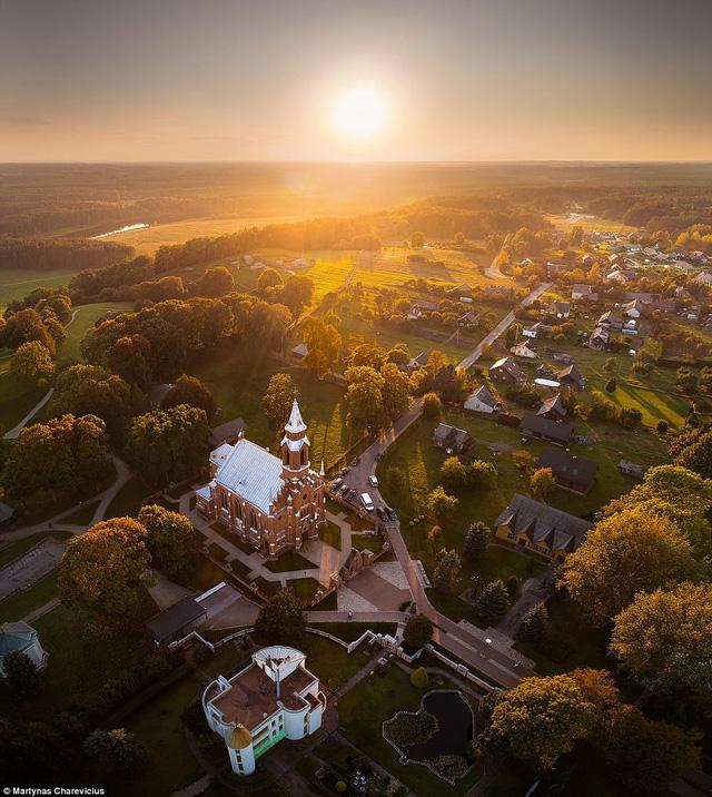 Litva đẹp ngỡ ngàng với góc chụp từ trên cao - Ảnh 3.