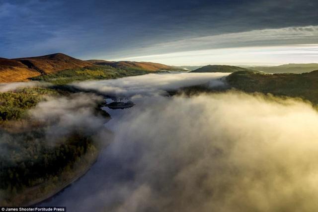 Cảnh mùa thu tuyệt đẹp ở Scotland nhìn từ trên cao - Ảnh 1.