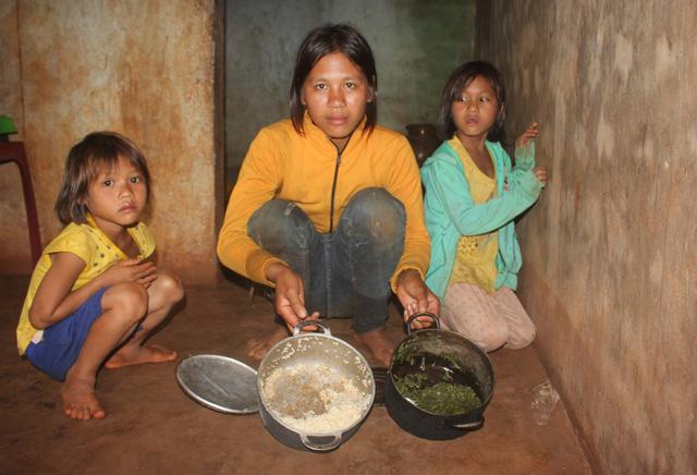 Thương 3 chị em mồ côi chỉ mong một bữa ăn no - Ảnh 1.
