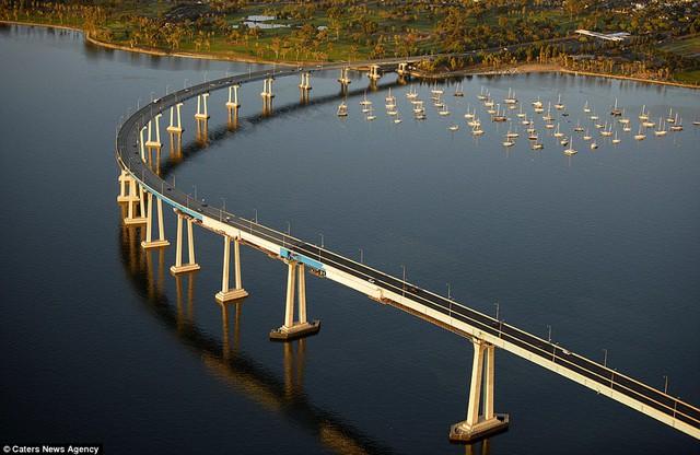 Những cây cầu đẹp nhất thế giới nhìn từ trên cao - Ảnh 8.