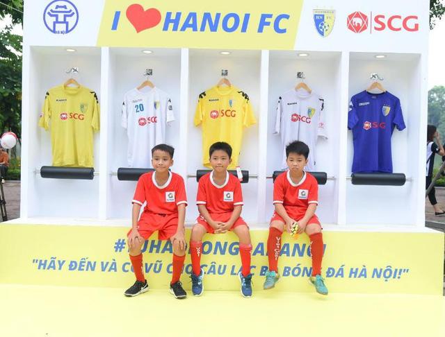 Người dân Hà Nội hứng khởi với Ngày hội bóng đá đường phố lần đầu tiên trên phố đi bộ - Ảnh 11.