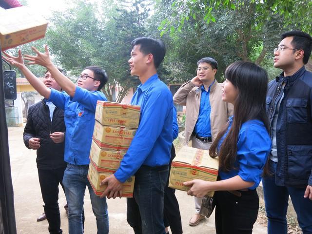 Quỹ tấm lòng Việt trao tặng học bổng cho các em học sinh ở Thanh Hóa - Ảnh 11.