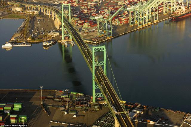 Những cây cầu đẹp nhất thế giới nhìn từ trên cao - Ảnh 9.