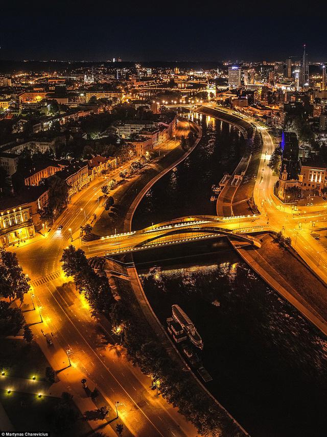 Litva đẹp ngỡ ngàng với góc chụp từ trên cao - Ảnh 14.