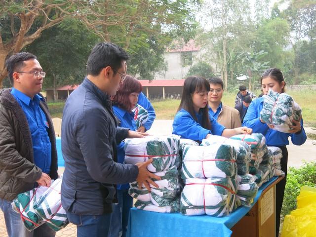 Quỹ tấm lòng Việt trao tặng học bổng cho các em học sinh ở Thanh Hóa - Ảnh 13.