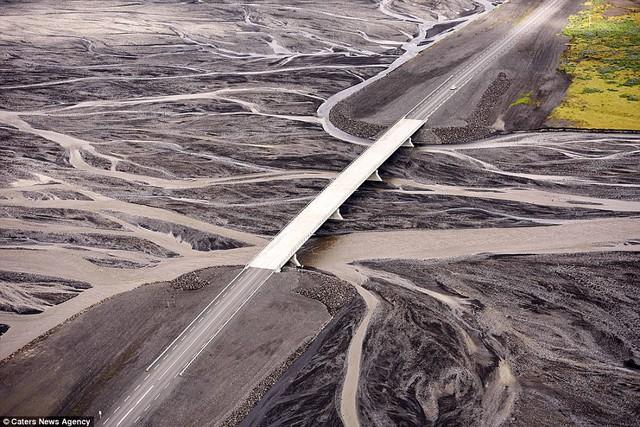 Những cây cầu đẹp nhất thế giới nhìn từ trên cao - Ảnh 12.