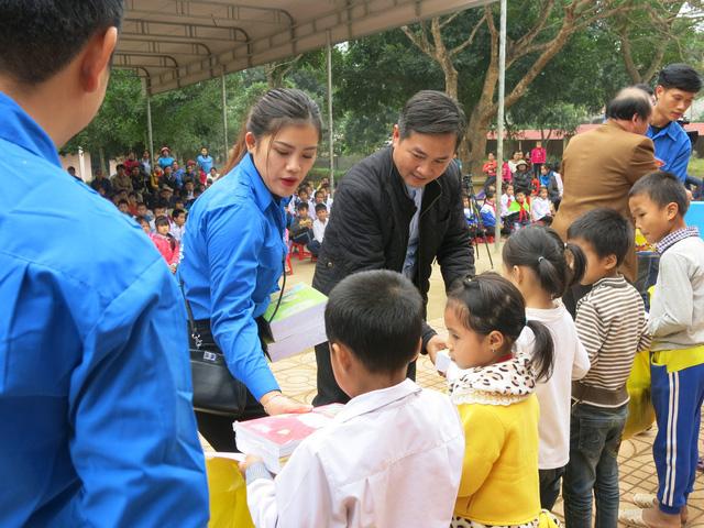 Quỹ tấm lòng Việt trao tặng học bổng cho các em học sinh ở Thanh Hóa - Ảnh 17.