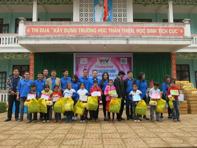 Quỹ tấm lòng Việt trao tặng học bổng cho các em học sinh ở Thanh Hóa - Ảnh 18.