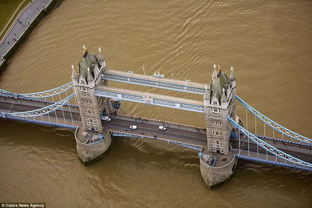 Những cây cầu đẹp nhất thế giới nhìn từ trên cao - Ảnh 2.