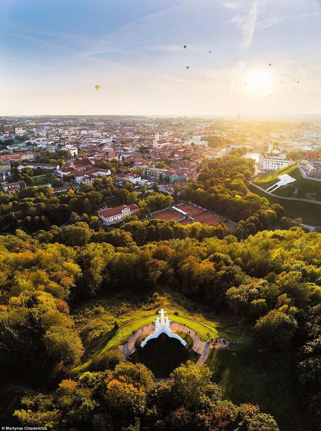Litva đẹp ngỡ ngàng với góc chụp từ trên cao - Ảnh 4.