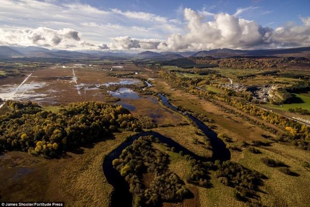 Cảnh mùa thu tuyệt đẹp ở Scotland nhìn từ trên cao - Ảnh 3.