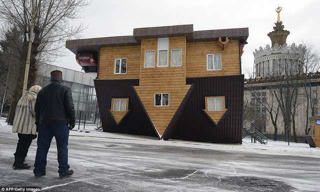 Nhũng ngôi nhà lộn ngược nổi tiếng thế giới - Ảnh 4.