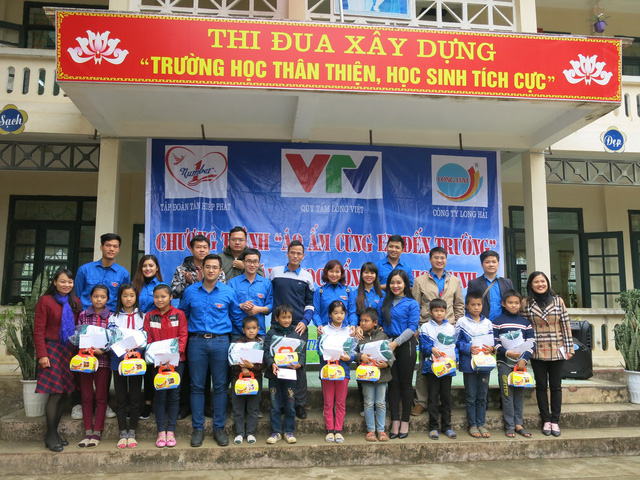 Quỹ tấm lòng Việt trao tặng học bổng cho các em học sinh ở Thanh Hóa - Ảnh 4.