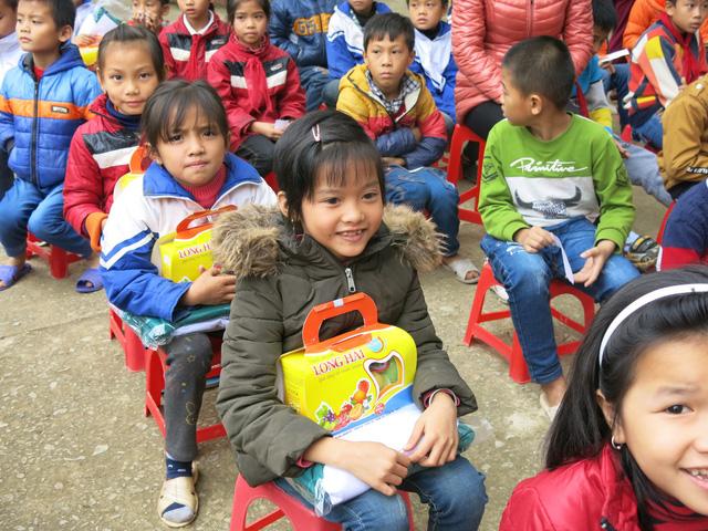 Quỹ tấm lòng Việt trao tặng học bổng cho các em học sinh ở Thanh Hóa - Ảnh 5.