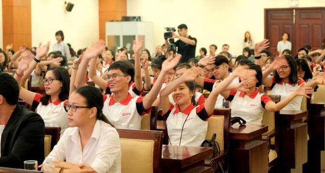 Trao học bổng cho 114 tân sinh viên xuất sắc năm 2017 - Ảnh 5.