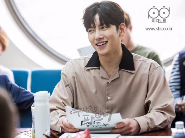 Ji Chang Wook tình tứ bên người tình mới - Ảnh 6.