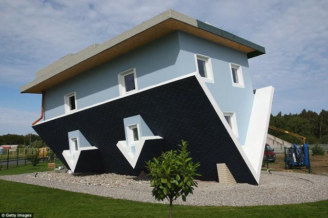 Nhũng ngôi nhà lộn ngược nổi tiếng thế giới - Ảnh 6.