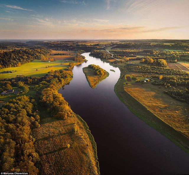 Litva đẹp ngỡ ngàng với góc chụp từ trên cao - Ảnh 8.