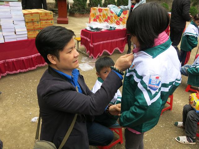 Quỹ tấm lòng Việt trao tặng học bổng cho các em học sinh ở Thanh Hóa - Ảnh 6.