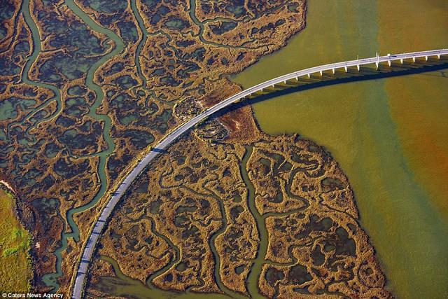 Những cây cầu đẹp nhất thế giới nhìn từ trên cao - Ảnh 5.