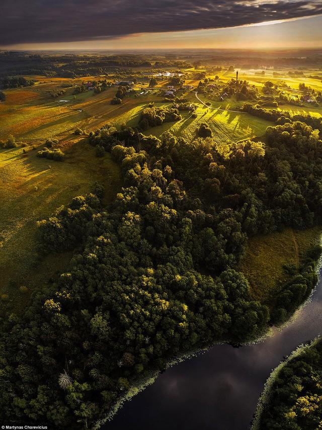Litva đẹp ngỡ ngàng với góc chụp từ trên cao - Ảnh 15.