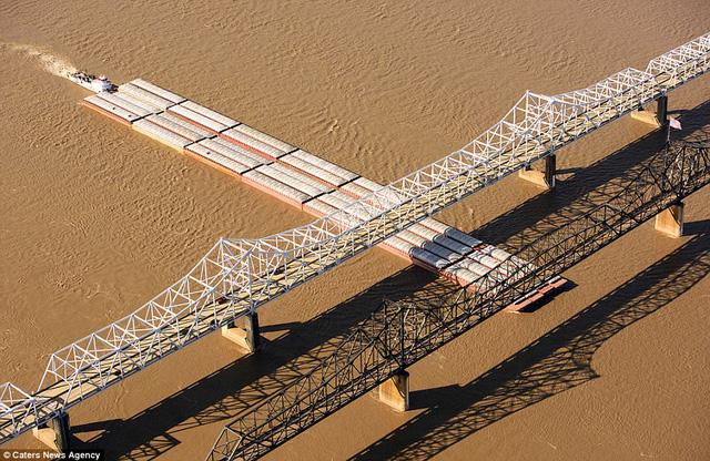 Những cây cầu đẹp nhất thế giới nhìn từ trên cao - Ảnh 6.