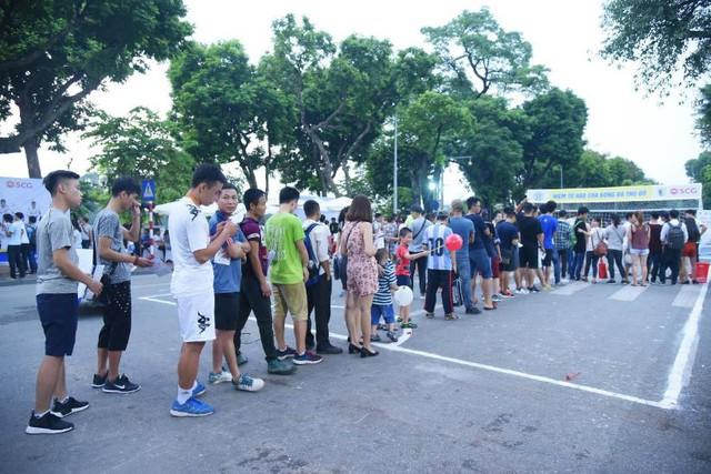 Người dân Hà Nội hứng khởi với Ngày hội bóng đá đường phố lần đầu tiên trên phố đi bộ - Ảnh 9.