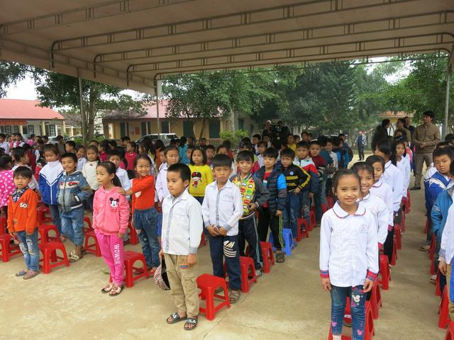 Quỹ tấm lòng Việt trao tặng học bổng cho các em học sinh ở Thanh Hóa - Ảnh 10.