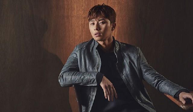 Mỹ nam Park Seo Joon lạnh lùng trên tạp chí - Ảnh 1.
